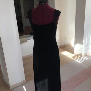Laundry sleek black velvet dress with lace details